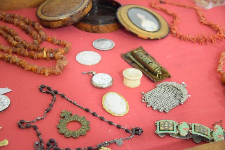 Livia Antiquités à Vienne – Antiquaire : Achat Vente Estimations –