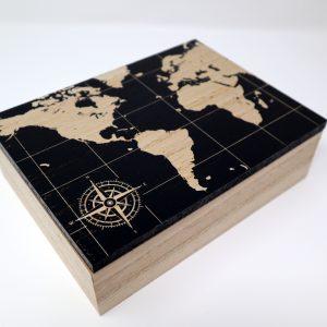 Boite de rangement en bois – motif sur le couvercle map monde et rose des vents
