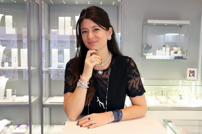 Alexandra et sa bijouterie L'ETINCELLE à Vienne. SWAROVSKI , L'ATELIER D'EMMA, CHLOÉ, ANARTXY, HËNKO, REBEL & ROSE, PHÉBUS et autres.